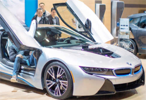 Bmw I8 The Rs 2 3 Crore Hybrid Car News Times Of India Videos