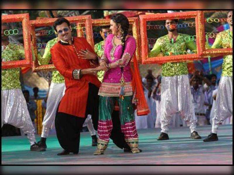 Rohit Roy and Sucheta Khanna go Retro this Holi