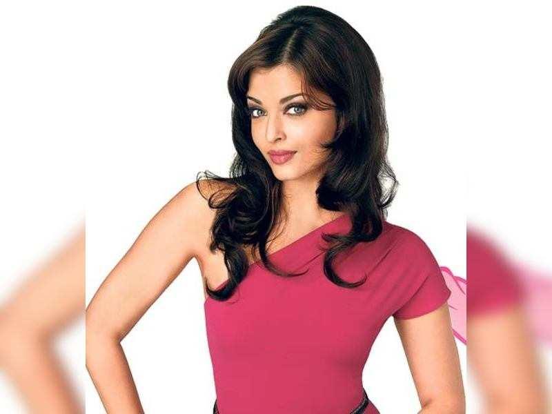 "Aishwarya Rai Bachchan <a href=""http://photogallery.indiatimes.com/portfoliolist/3878458.cms"" target=""_blank"">More Pics</a>"