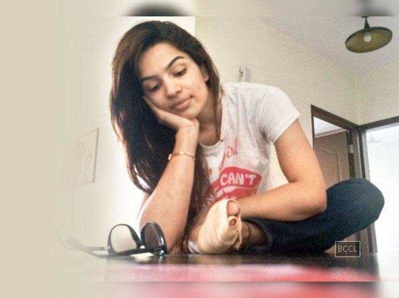 Shikha Singh spotted limping on the set