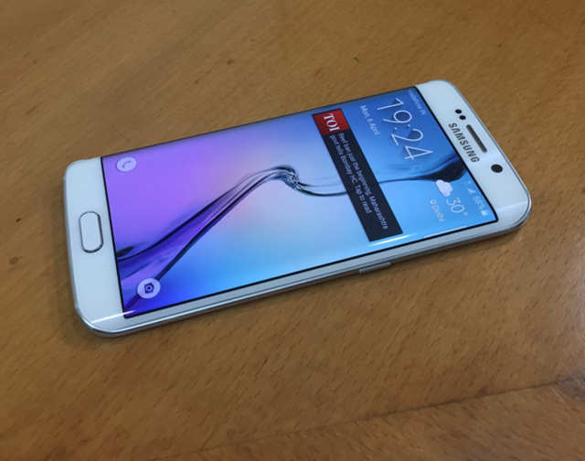Samsung Galaxy S6 edge review | Gadgets Now