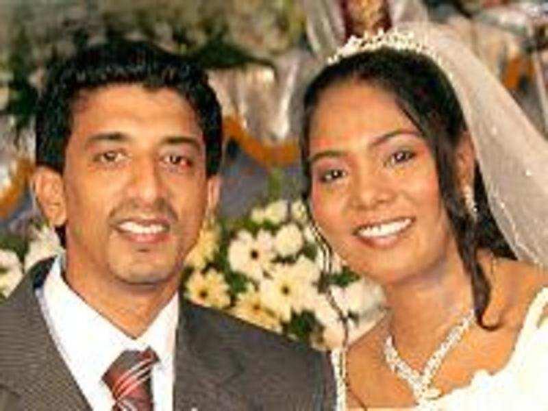 Singer Sayanora denies proposing to husband