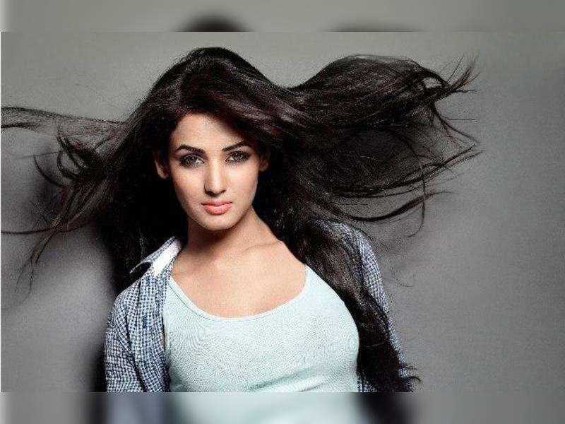 Sonal Chauhan to replace Vanya Mishra in Kalyanram's Sher?