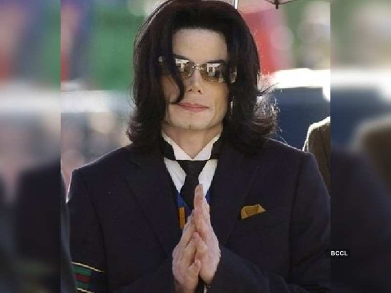 """Michael Jackson<a href=""""http://photogallery.indiatimes.com/articleshow/2538947.cms"""" target=""""_blank"""">More Pics</a>"""