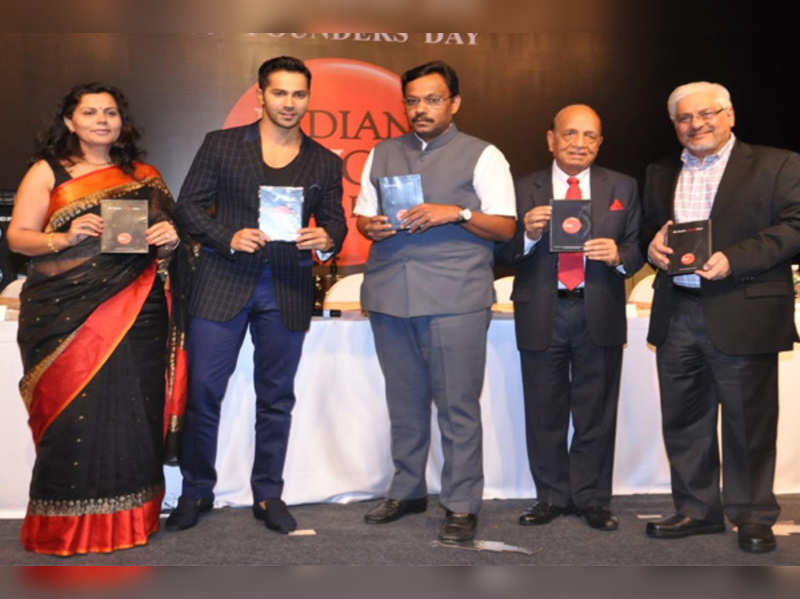 Varun Dhawan & Education Minister Ms. Vinod Tawde at the launch of Anti Smoking Film