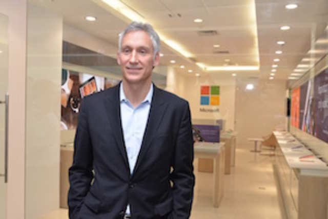 <font face=&quot;Times New Roman&quot;>Chris Weber, CVP, Mobile Device Sales at Microsoft, launching the 1st ever Microsoft Priority Reseller Store in the world at Ambience Mall, Gurgaon, India.</font>
