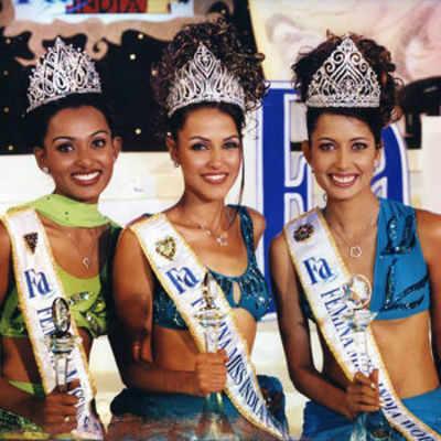 Miss India Universe 2002 Neha Dhupia (C) flanked by Miss India World 2002 Shruti Sharma (R) and Miss India Earth 2002 Shruti Ghosh (L).