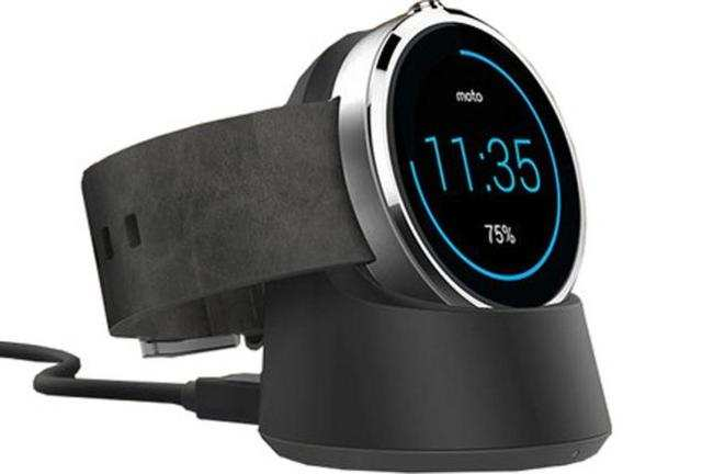 Launched in India in September 2014, the Moto 360 sports 1.56-inchbacklitLCD display with320x290presolution.
