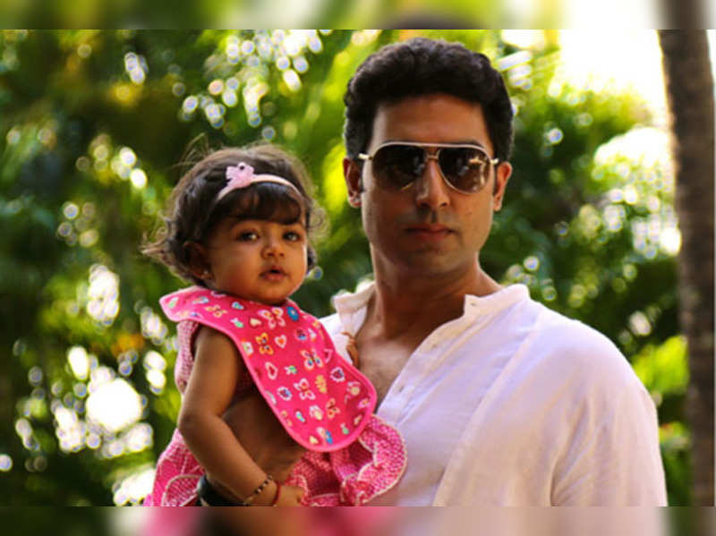 #SelfieWithDaughter: Bollywood dads clicked with their daughters
