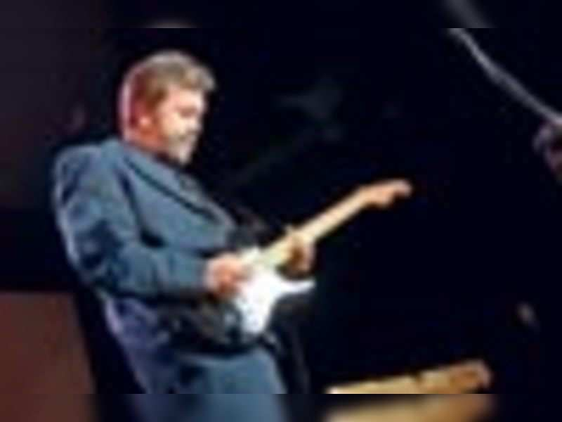 Clapton's music enraptures Mumbaikars