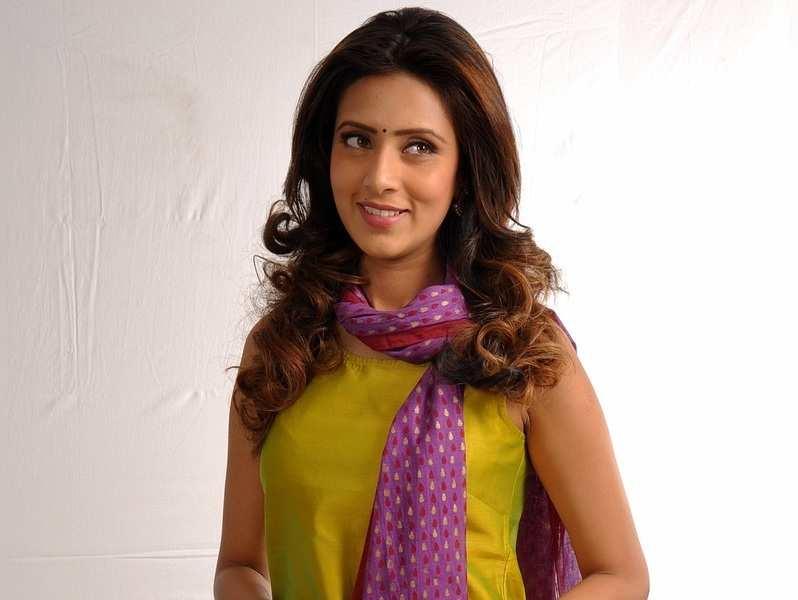 Bangladeshi actress Mim is 'too gorgeous', complains director!