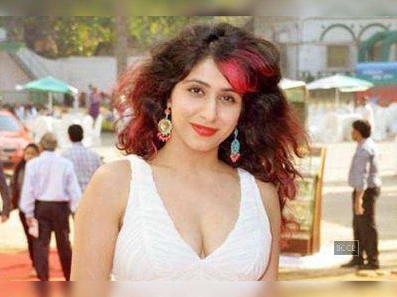 Neha Bhasin to sizzle in Punjabi folk song 'Ik teri ankh kashni'