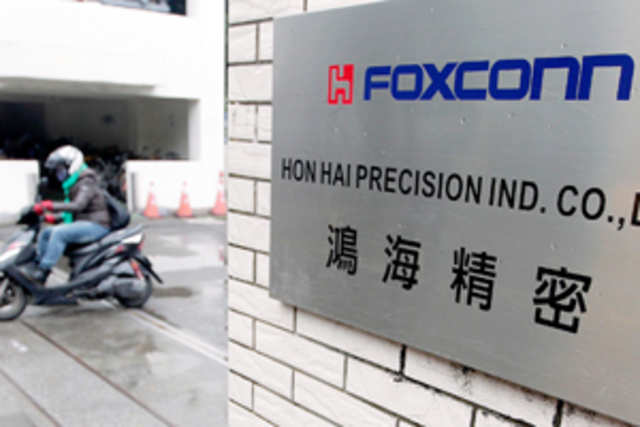 About 490 of Foxconn's former workers, who had received severance pay and benefits in February, are now demanding their jobs back.