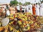 People pay homage at the grave of Kalam