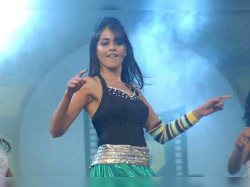 "Genelia D'Souza performs at the 56th Idea Filmfare Awards 2008 (South)   <a href=""http://photogallery.indiatimes.com/articleshow/4845095.cms"" target=""_blank"">More Pics</a>"