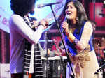 Singer Shweta Mohan performing along with Bennet and Band