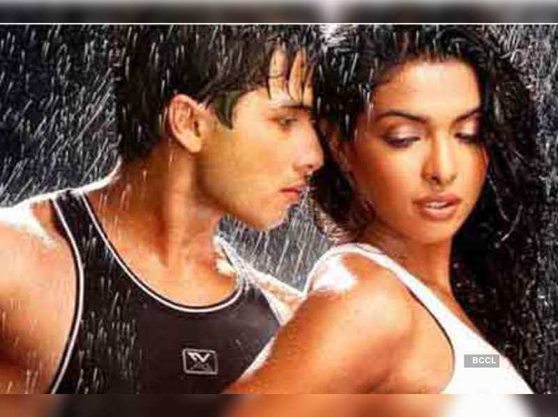 """Shahid Kapoor and Priyanka Chopra in a still from the movie 'Kaminey'    <a href=""""http://photogallery.indiatimes.com/articleshow/4413096.cms"""" target=""""_blank"""">More Pics</a>"""