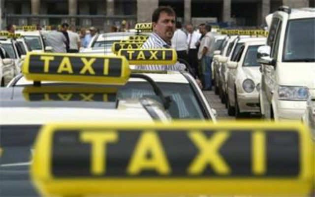 A number of handsomely paid executives have ditched their corporate jobs and are on taxi-hailing platforms.