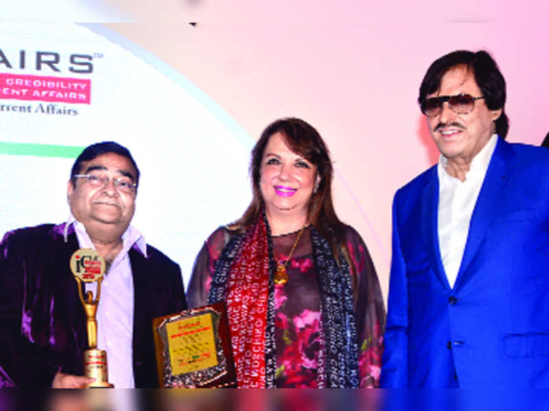 Dr Mukesh Batra awarded at the 6th Annual India Leadership Conclave in Mumbai