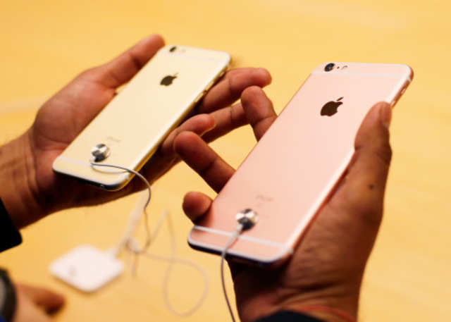 How to get the best iPhone 6S features on your old iPhone | Gadgets Now
