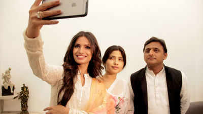 Vartika Singh met CM Akhilesh Yadav &amp; wife Dimple Yadav in April post winning the Miss India pageant and was declared the Brand Ambassador of State Nutrition &amp; Health Initiatives Uttar Pradesh and Mera Lucknow<br />