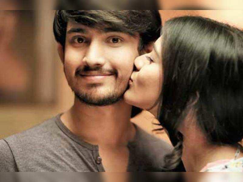 Tarun and Hebah lock lips three times in Kumari 21 F