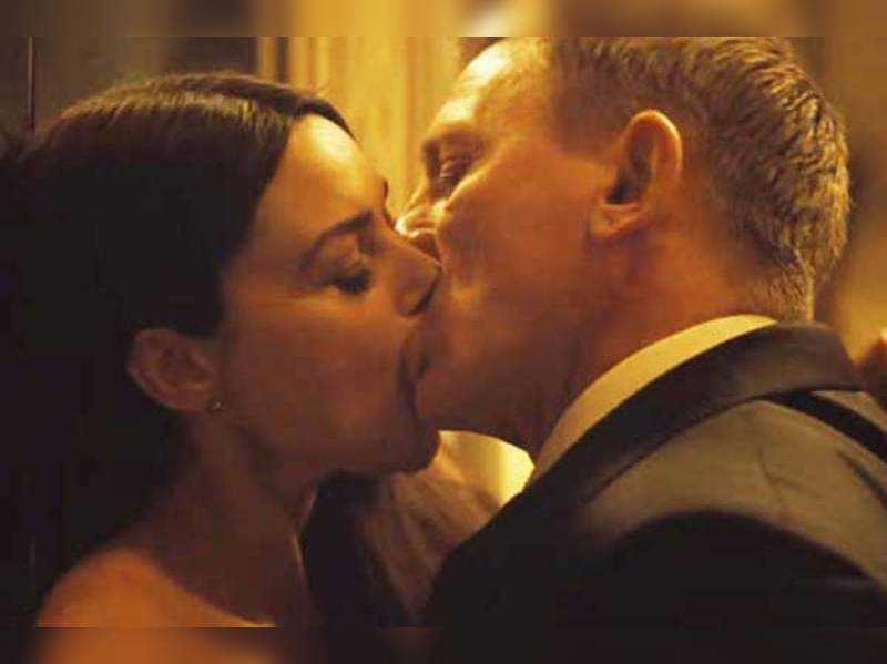 Scenes romantic movies kissing 20 Best