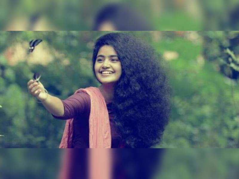 Anupama in a naadan avatar in Premam remake
