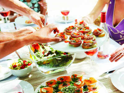 How to throw a low-calorie party