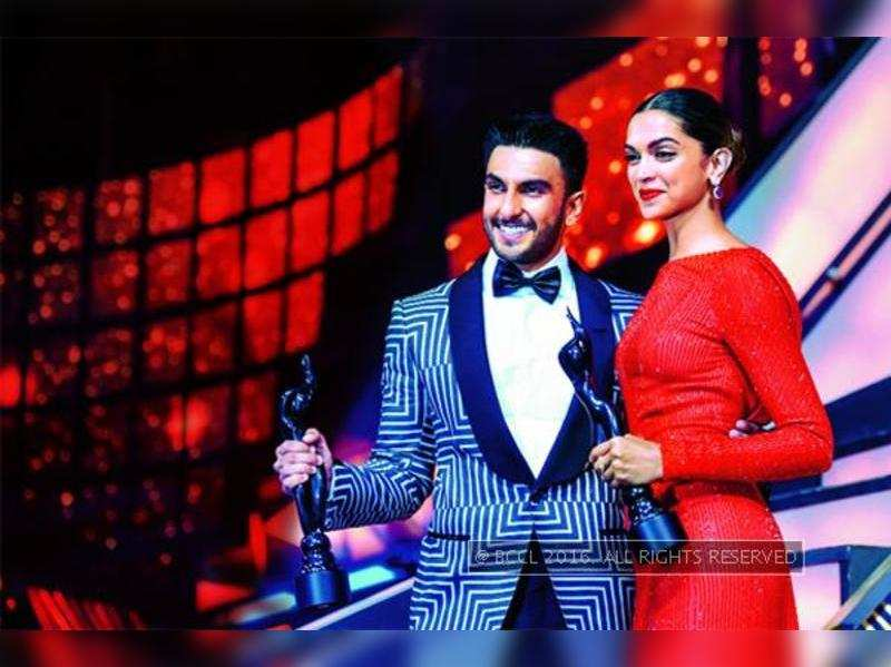 Victory dance for Team 'Bajirao Mastani' at the Filmfare Awards