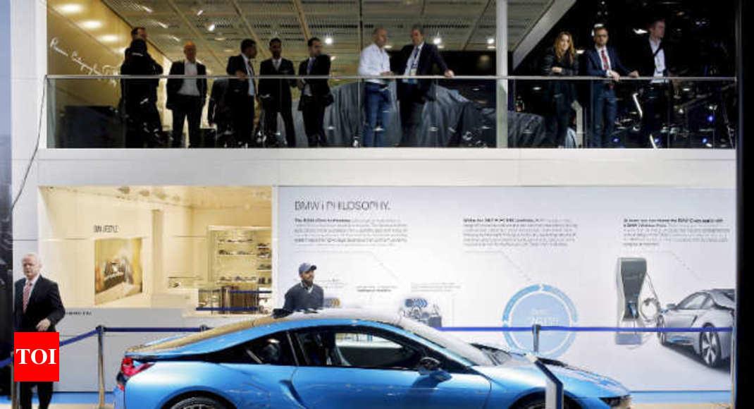 I8 Exterior: Auto Expo 2016: BMW I8 Flaunts Stylish Exterior, Hybrid