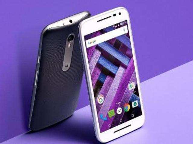 Motorola G Turbo Edition features 5-inch (1080x1920p) Full HD display and runs Android 5.1.1 (Lollipop). Powered by 1.5GHz octa-core Snapdragon 615 octa-core chipset and 2GB RAM, it offers 16GB of internal storage.