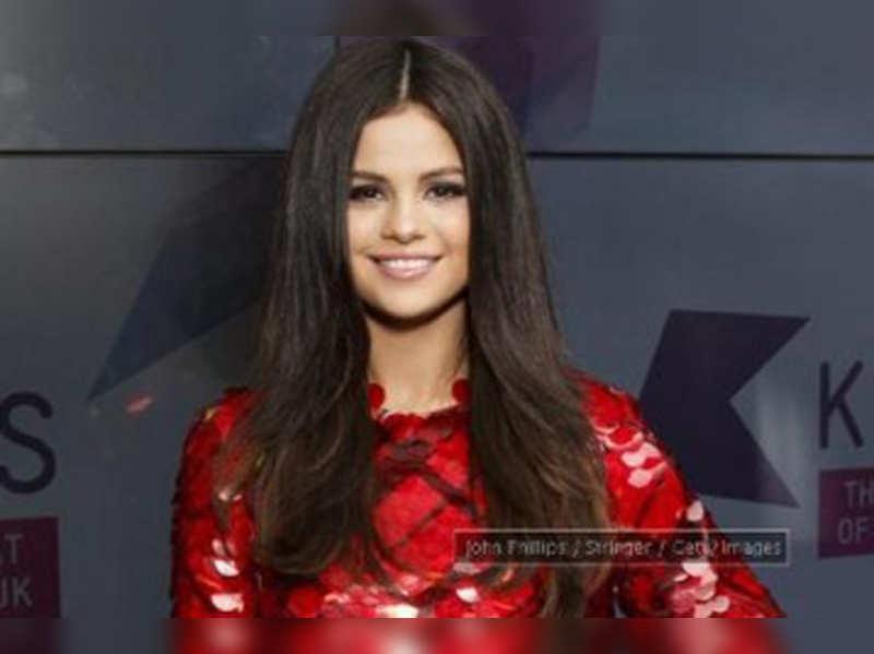 Selena Gomez, Kaley Cuoco to present at Grammys