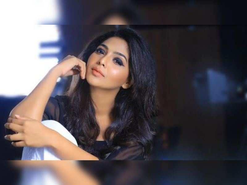 Aishwarya Lekshmi to play Nivin's heroine