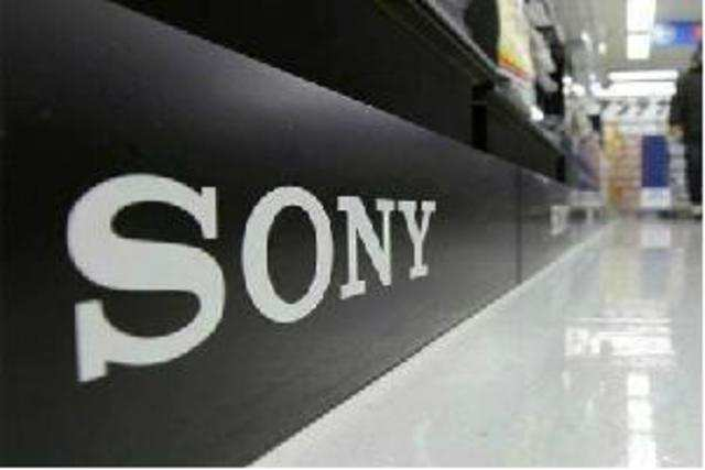 Sony is seeking to lure back users who are turning to smartphones to play games.
