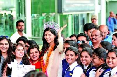 Lucknow girl Pankhuri Gidwani came home for the first time on Saturday after winning the 2nd Runner-up title at fbb Femina Miss India 2016 contest.