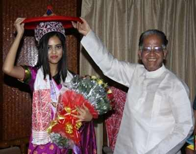 Miss World India 2016 Priyadarshini Chatterjee got felicitated by the Chief Minister of Assam Tarun Gogoi
