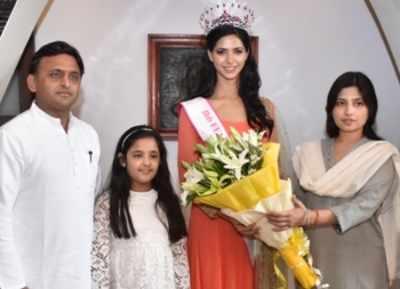 Miss India 2016's 2nd runner-up Pankhuri Gidwani meets UP CM Akhilesh Yadav