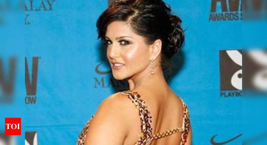Vega News Times: Sunny Leones nude photo pops up on