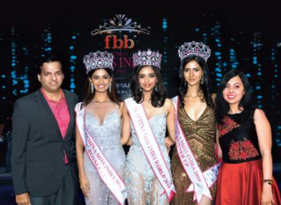 <strong>L-R) Dr Amit Karkhanis, Sushruthi Krishna (fbb Femina Miss India 2016 1st runner-up), Priyadarshini Chatterjee (fbb Femina Miss India World 2016), Pankhuri Gidwani (fbb Femina Miss India 2016 2nd runner-up) and Dr Anagha Karkhanis</strong><br />
