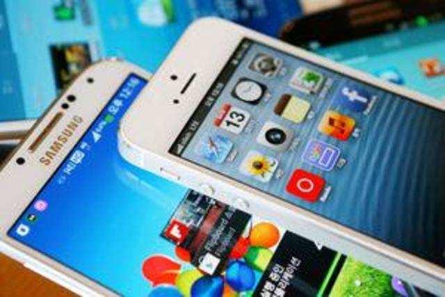 Samsung beats Apple in FY16 premium phone sales in India