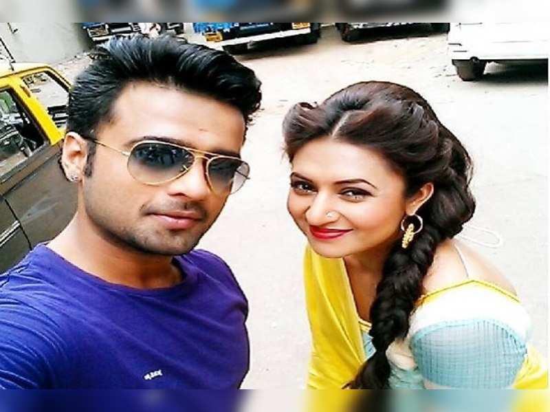 'Banoo Main Teri Dulhan's' Manish and Divyanka reunite