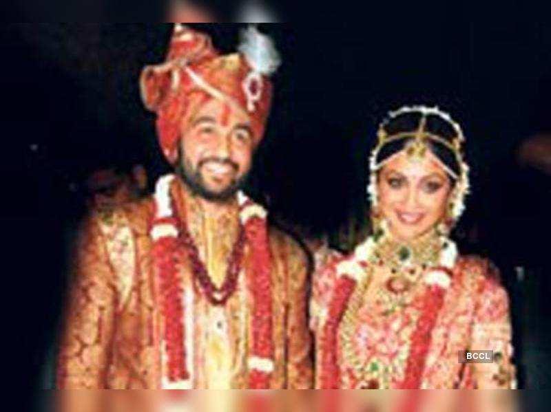 "Shilpa Shetty and Raj Kundra  <a href=""http://photogallery.indiatimes.com/articleshow/5260334.cms"" target=""_blank"">More Pics</a>"