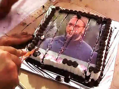 On His Birthday Raj Thackeray Cuts Cake With Owaisi S Photo India