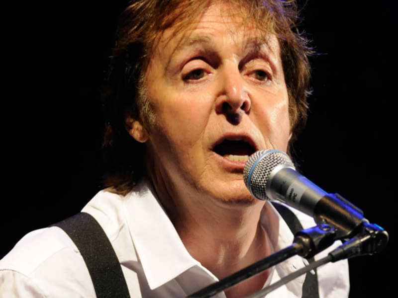 Paul McCartney pays tribute to late Wings guitarist
