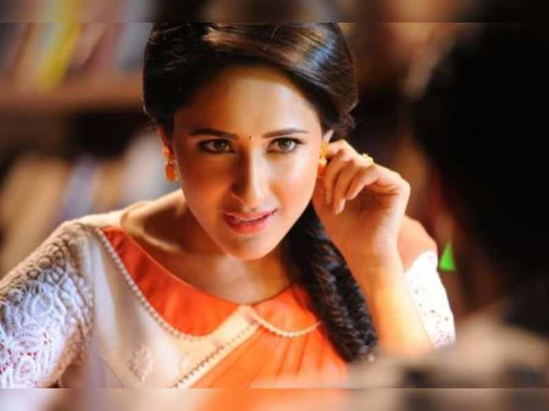 Sai Pallavi, Pragya Jaiswal share Best Debut Actress award at 63rd Britannia Filmfare Awards South 2016