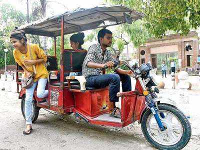 E-rickshaw drivers get double the business during DU celeb visits