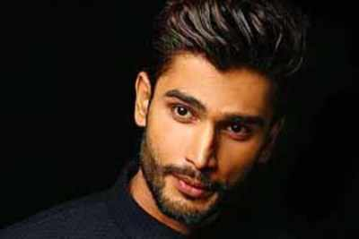 Help Rohit Khandelwal win Mr Multimedia title at Mr World