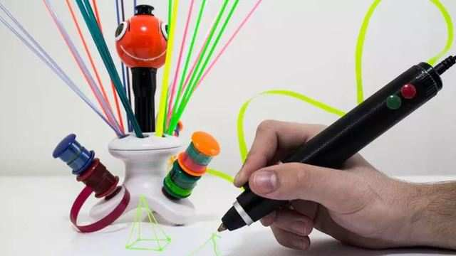 3D-printing pen turns bottles and bags into statues and spaceships
