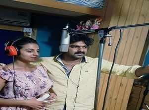 Bhojpuri star Akshara Singh turns singer